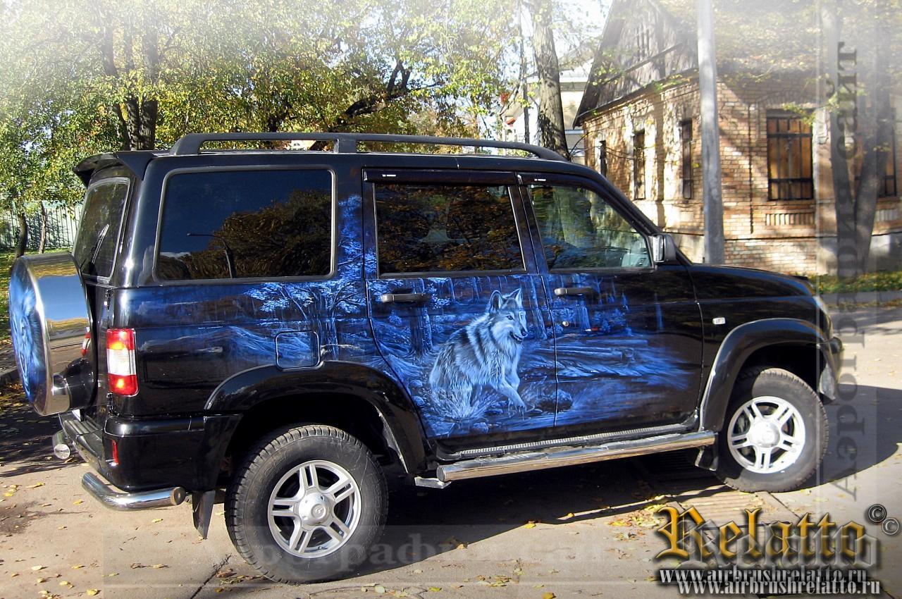 Рисунок на автомобиле Волки