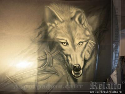 Волк на капоте