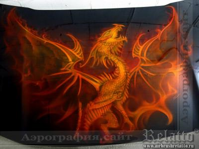 аэрография на капоте автомобиля Огненный дракон Relatto