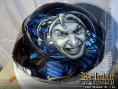 Король и шут на шлеме мотоциклиста Краснодар