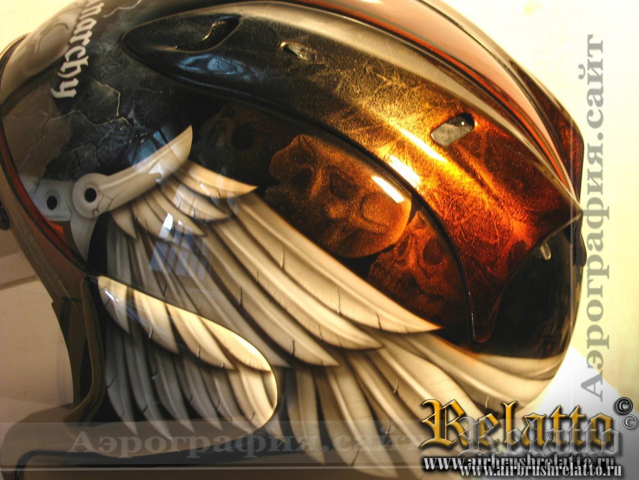 шлем с аэрографией крылья