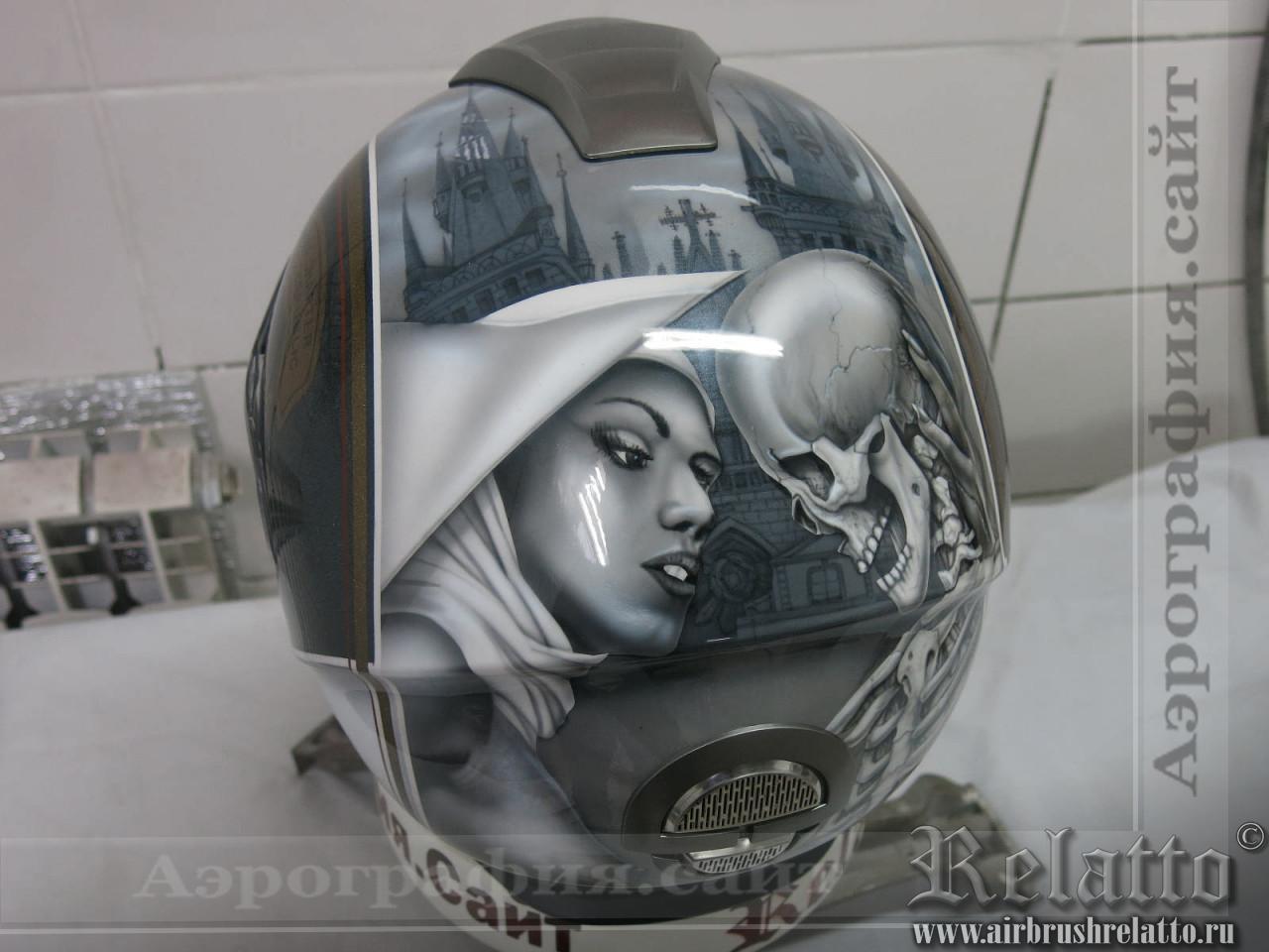 аэрография шлема монашка и скелет