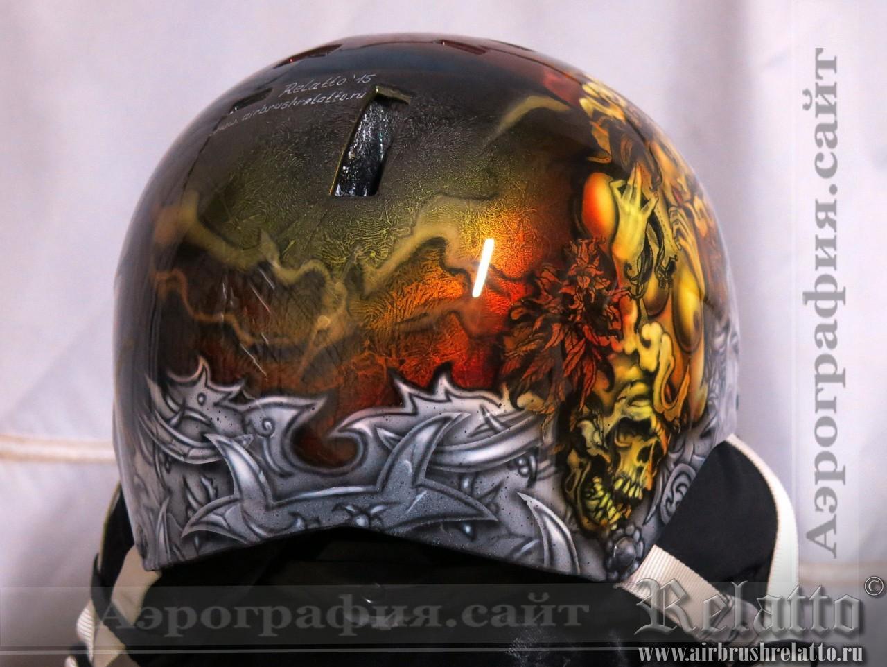 шлем сноубордистки с аэрографией