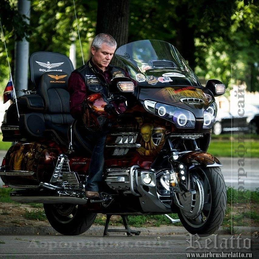 Мотоцикл Honda Gold Wing с аэрографией