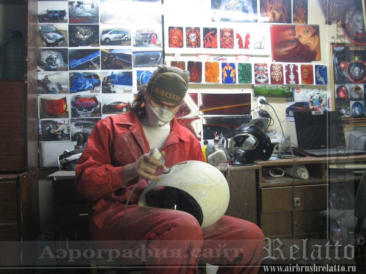 выполнение рисунка на шлеме