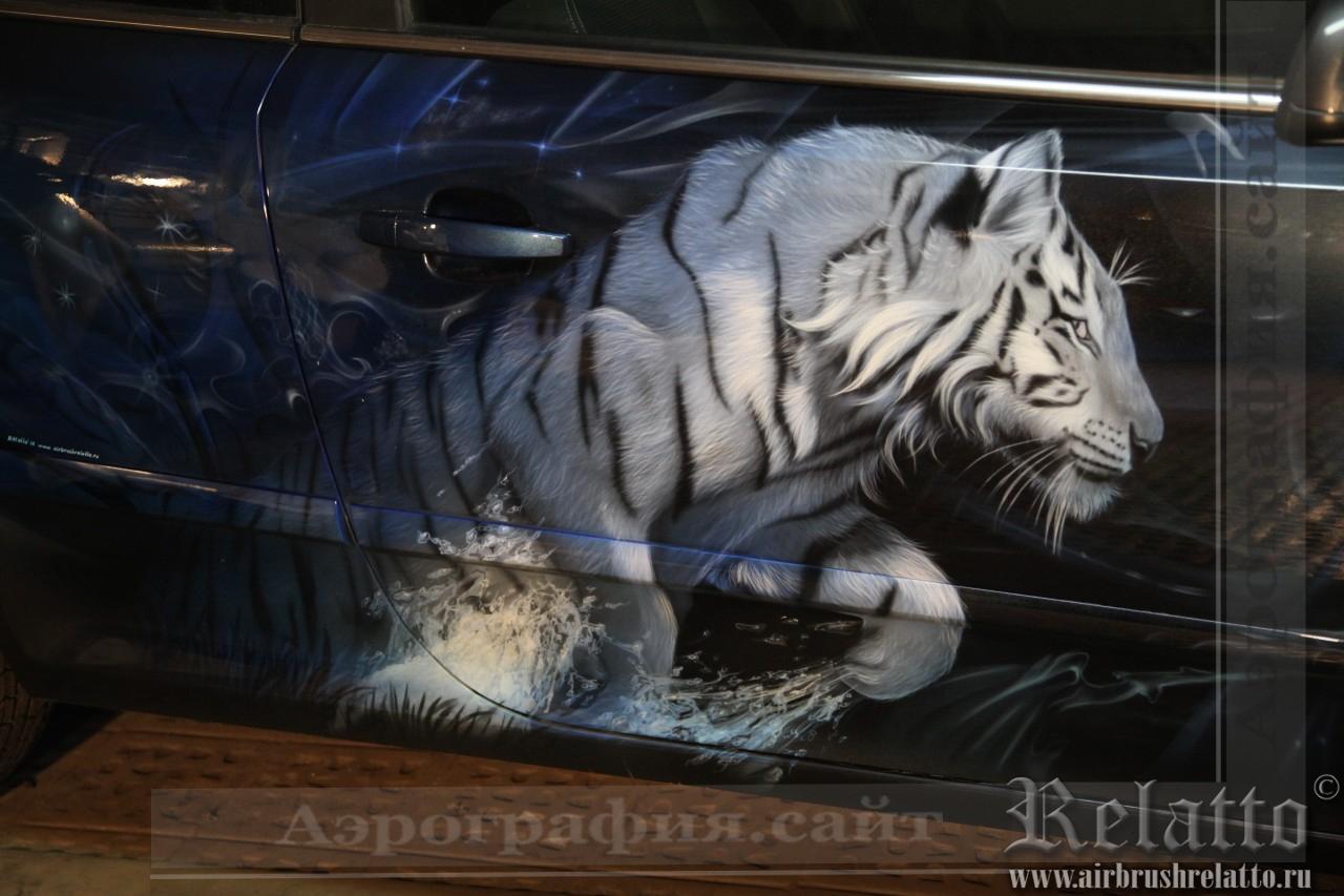 Аэрография на автомобиле - тигр